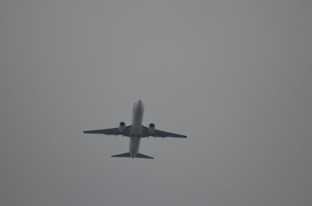 Embraer w barwach LOT