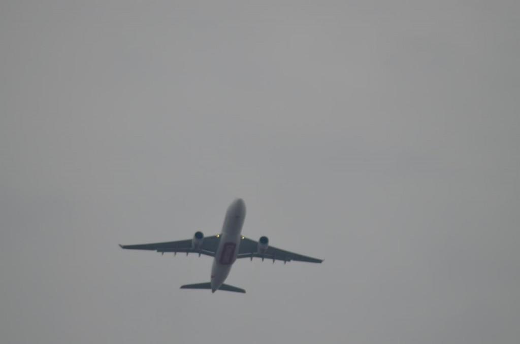 Airbus A330 linii Emirates zmierzający do Dubaju